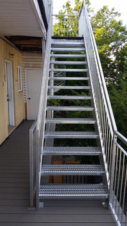 escalier exterieur metal quebec