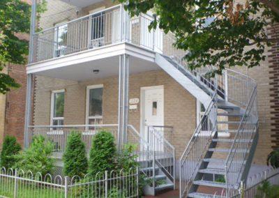escalier tournant vu de coté droit 218 rue maire-louise | Metal Gilles Allard inc.