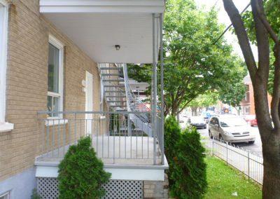 escalier tournant vu de coté gauche 218 rue maire-louise | Metal Gilles Allard inc.