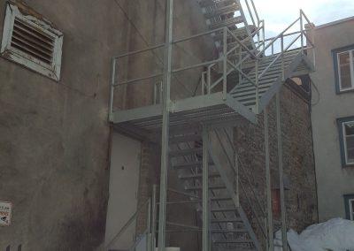 cage d'escalier en métal du côté gauche à Québec | Metal Gilles Allard Inc.