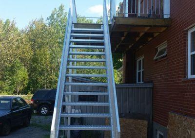 escalier extérieur sur mensure droit Québec | Metal Gilles Allard Inc. Québec