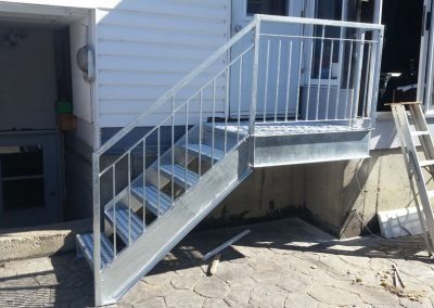 Petit escalier droit de côté Québec | Metal Gilles Allard inc.